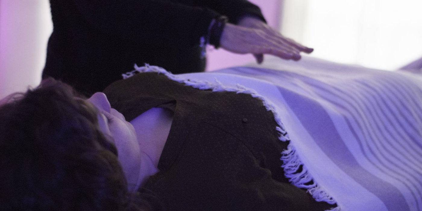 Reiki, imposition des mains